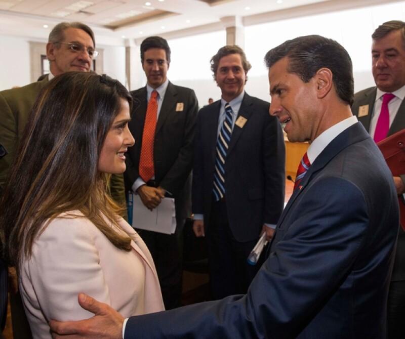 Durante la visita del presidente francés, Salma también viaja como miembro del consejo estratégico de salud entre ambos países, además visitó una guardería del IMSS y se reunió con Peña Nieto.