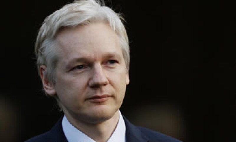 Julian Assange se encuentra bajo arresto domiciliario, a la espera de los trámites de extradición a Suecia. (Foto: AP)