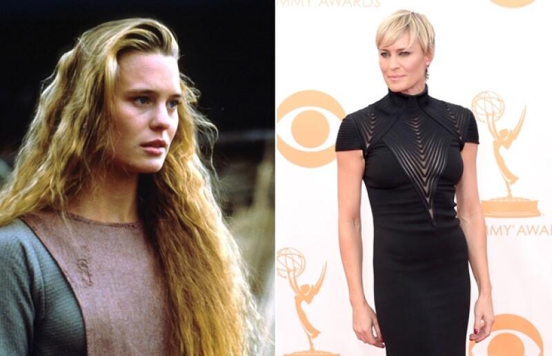 La actriz de House of Cards es de las contadas en Hollywood que puede presumir de ser más sexy ahora a sus casi cincuenta años de edad que cuando recién empezaba a los 18.