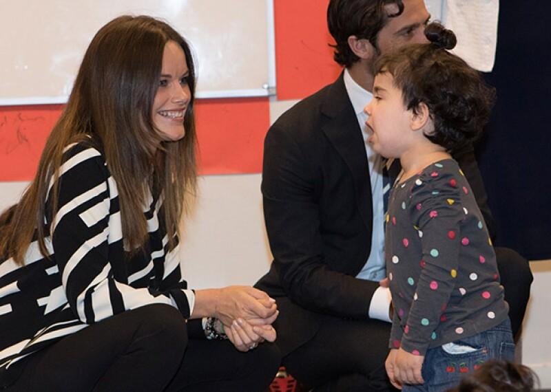 La princesa se mostró paciente y cariñosa con los refugiados.