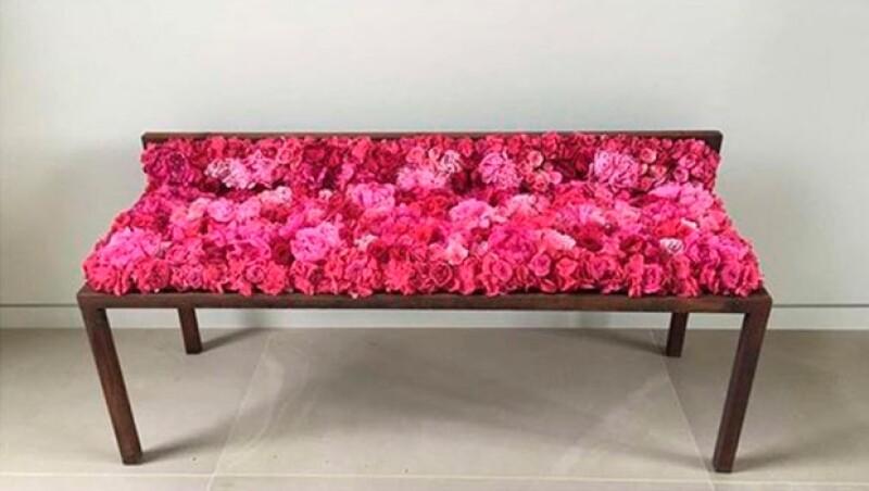 Kanye soprendió a Kim con este arreglo de rosas.