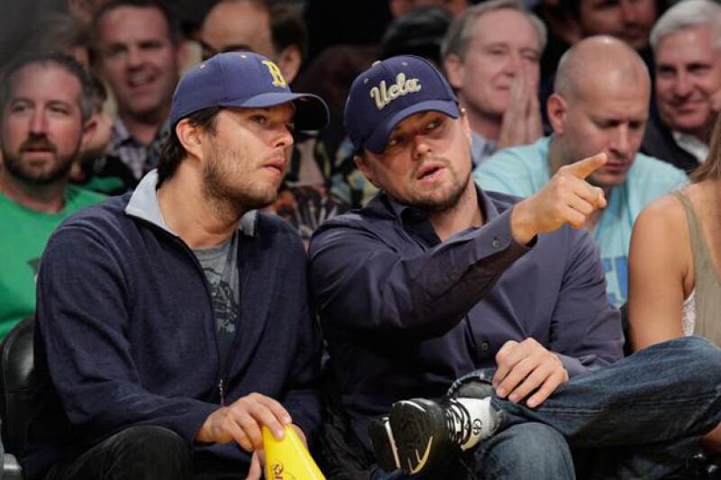 Se dice que ambos, Leo y su hermanastro, eran muy cercanos hasta que Adam comenzó a meterse en problemas.