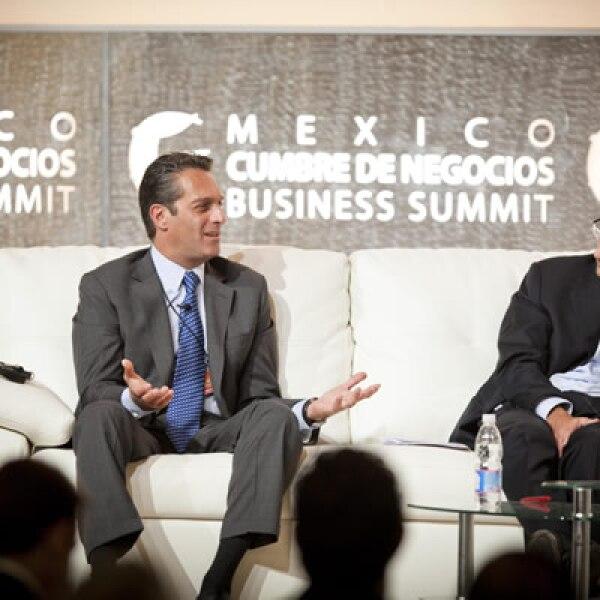 Carlos Slim Domit, presidente de Telmex, afirmó que la empresa está de acuerdo en que se permita la inversión extranjera en el sector.
