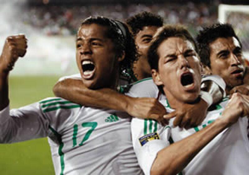 La selección mexicana de futbol es una mina de oro para muchas empresas.  (Foto: Reuters)
