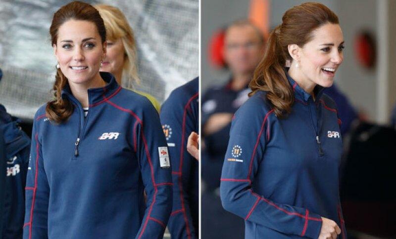 La duquesa de Cambridge dejó el glamour en casa y se vio como en muy pocas ocasiones: luciendo un atuendo deportivo con cola de caballo.