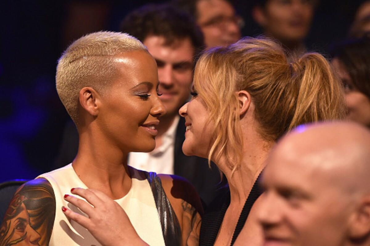VIDEO: El beso entre Amy Schumer y Amber Rose en los MTV Movie Awards
