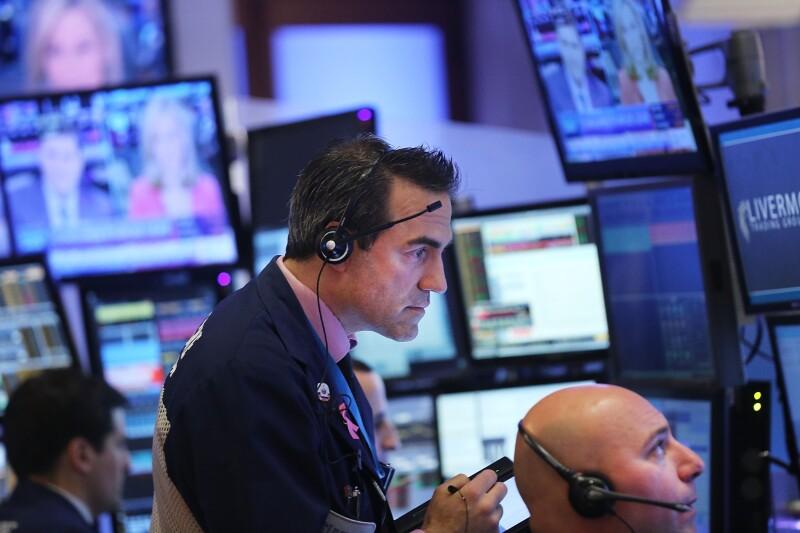 El Dow Jones sube 0.17% a 17,682 unidades.