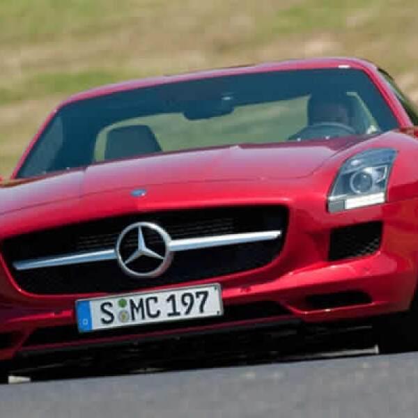La marca alemana presentó el nuevo Mercedes-Benz SLS AMG, un modelo lleno de clase y lujo.