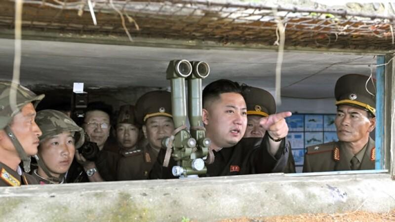 Kim Jong Un da ordenes a sus tropas
