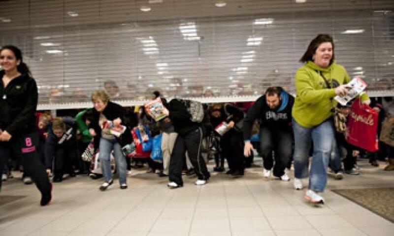 En anteriores Viernes Negros se ha visto una avalancha de usuarios buscando las mejores ofertas. (Foto: Getty Images)