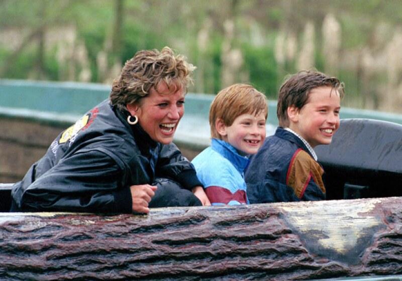 Diana siempre quiso inculcarle a sus hijos las acciones humanitarias, llevándolos a experimentar distintas situaciones de caridad incluso cuando eran pequeños. Pero también teniendo diversión de la forma más mundana posible.