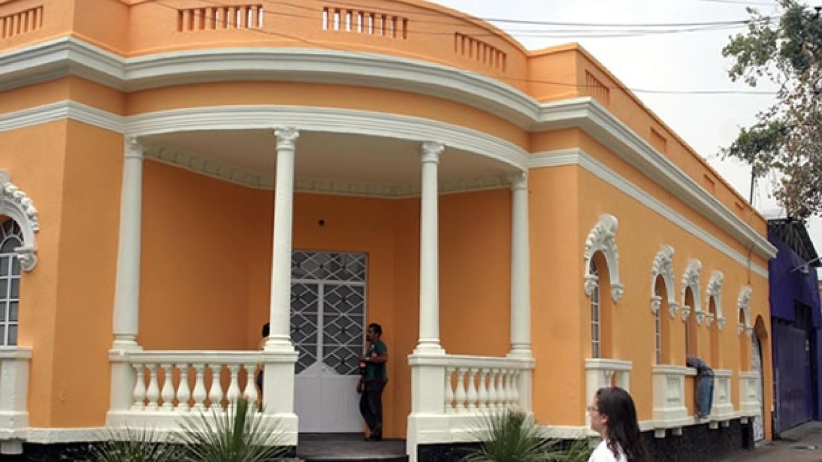 casa de campana, andres manuel lopez obrador, amlo, amarilla