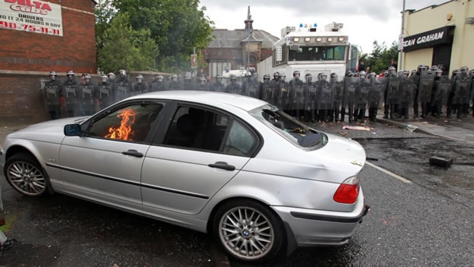 CATOLICOS, PROTESTANTES