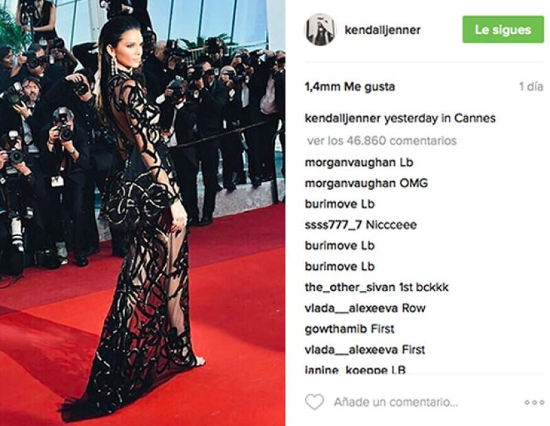 La modelo impactó con este look de Roberto Cavalli en Cannes 2016