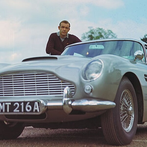 Eon Productions y el museo del automóvil de Beaulieu, en Gran Bretaña, hacen una retrospectiva titulada 'Bond in Motion', con algunos de los vehículos más representativos de James Bond. En la imagen, el coche utilizado en el filme 'Goldfinger'.