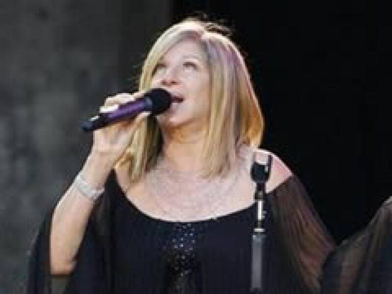 Streisand, de 67 años unirá fuerzas con Diana Krall para un álbum. En la foto, el concierto de Berlín en junio de 2009. (Foto: Reuters)