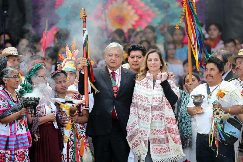 Beatriz Gutiérrez Müller al lado de AMLO en su toma de posesión (Manuel Velasquez/Getty Images)