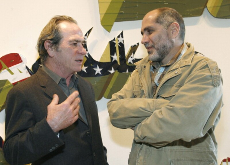 Guillermo Arriaga fue guionista del actor y director estadounidense Tommy Lee Jones.