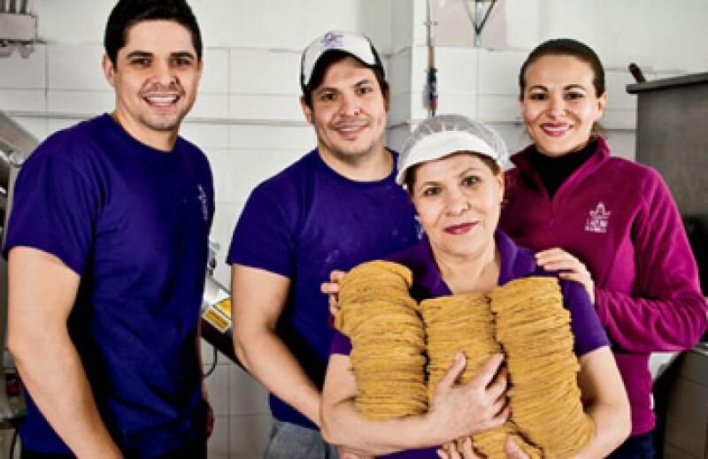 La familia tapatía Aceves Solorio presenta su negocio: La Reina de las Tortillas. (Foto: Carlos Sánchez Pereira)