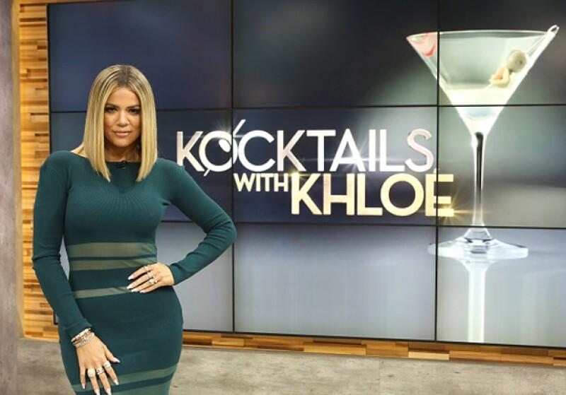 What? En la emisión de Kocktails With Khloé, la hermana de Kim confesó haber quedado atrapada debajo de la cama mientras sus padres tenían relaciones.