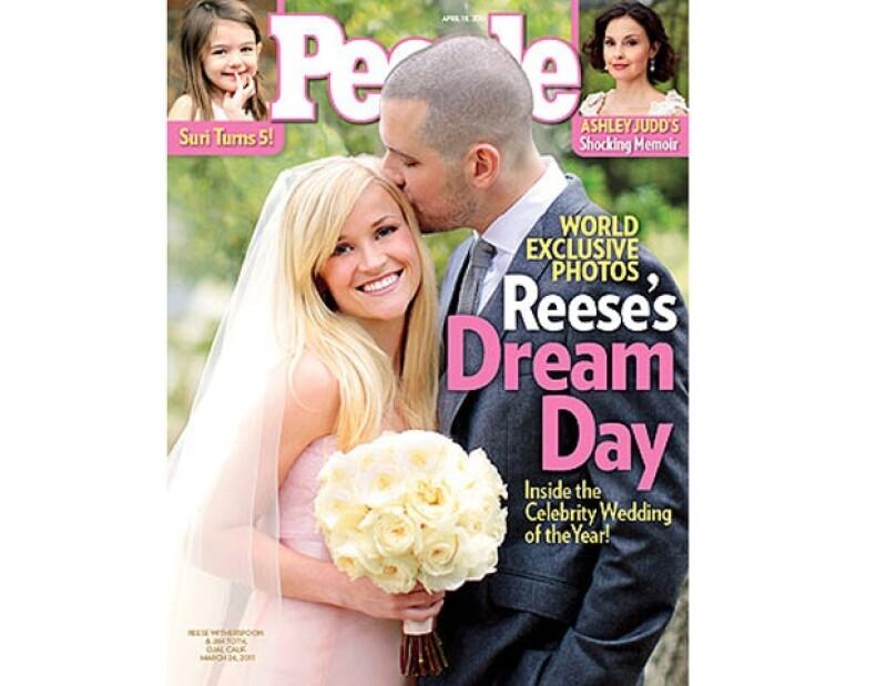 Reese Witherspoon se casó de rosa.