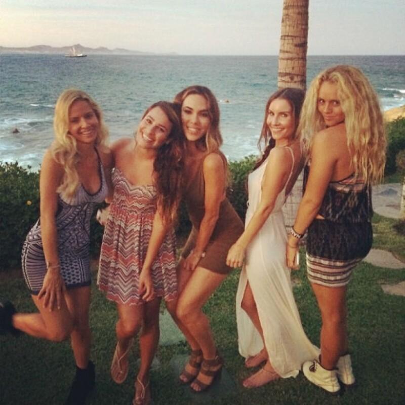 La actriz continúa sus vacaciones de ensueño en playas mexicanas, donde compartió una imagen donde se muestra sin pudor alguno.