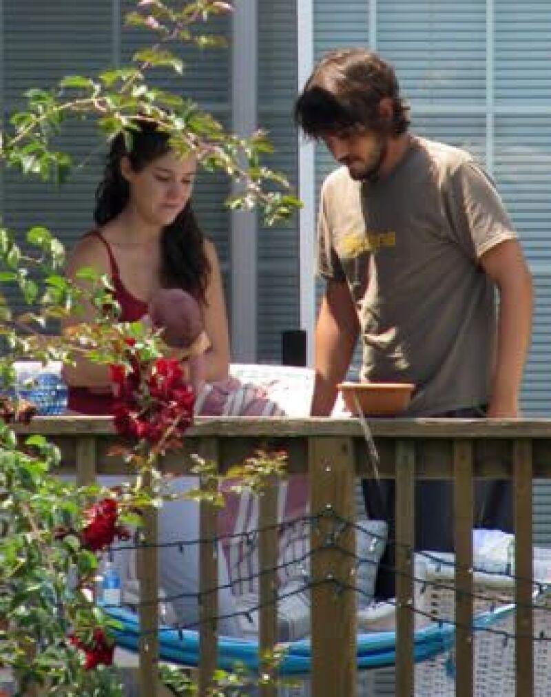 """El actor presentó el documental """"JC Chávez"""" en el Festival de Cine Latino, en donde comentó que a pesar de sentirse desvelado, está feliz al lado de su esposa, Camila Sodi, y su hijo Jerónimo."""