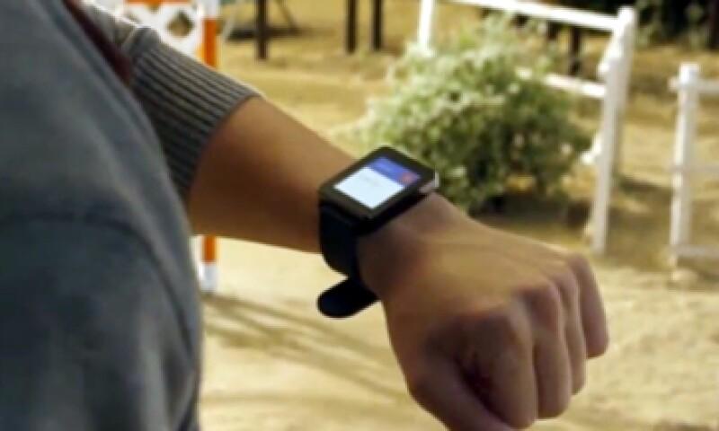 Uno de los inconvenientes de los 'gadgets' Gear Live y el G Watch es que necesitan cargarse cada noche. (Foto: Tomada de CNNMoney)