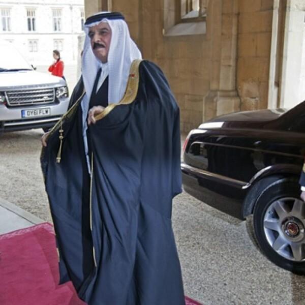 el rey de bahrein llega al desayuno