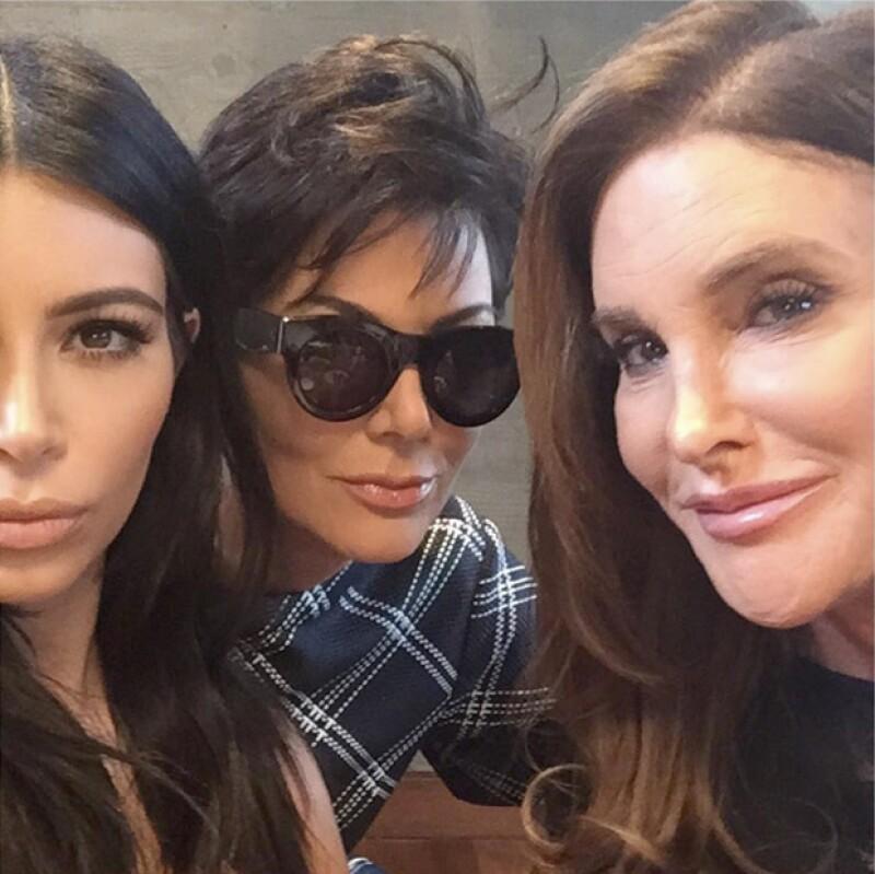 Kris Jenner y Caitlyn, junto a Kim Kardashian en una selfie.
