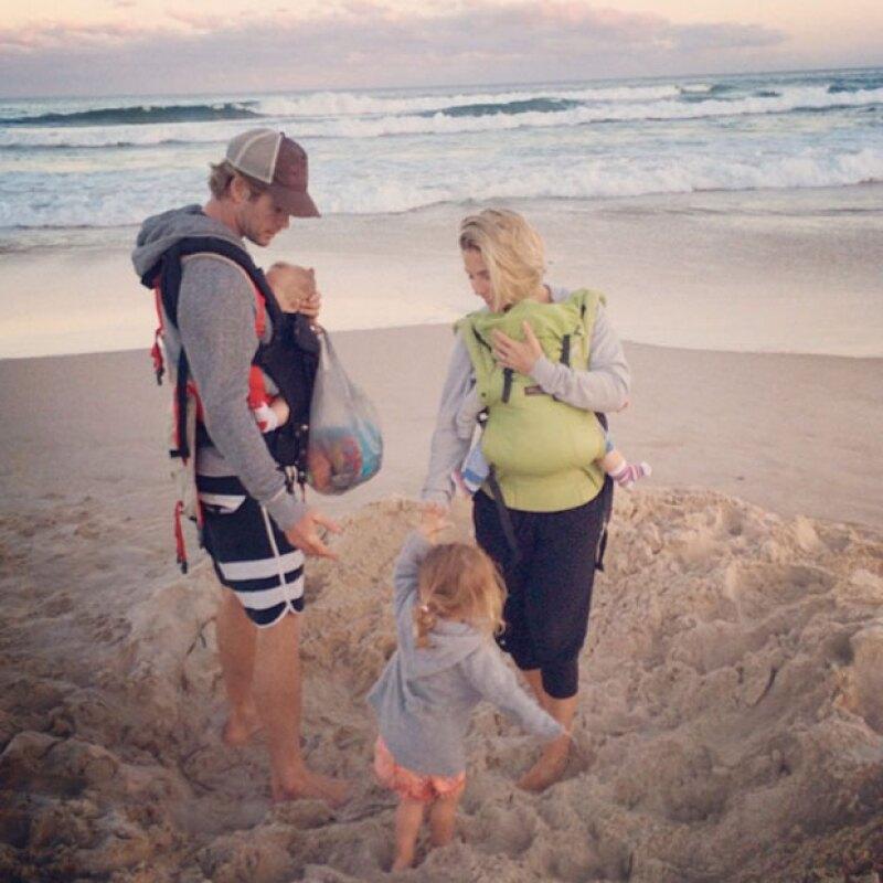 Los Hemsworth pasan sus días en las playas de Sydney.