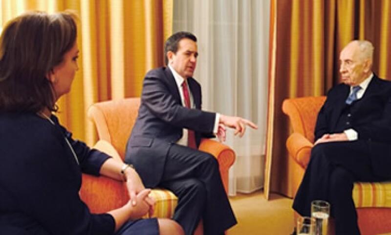 El secretario de Economía, Idelfonso Guajardo, también se reunió con Shimon Peres, expresidente de Israel, durante su visita a Davos.  (Foto: Reuters )