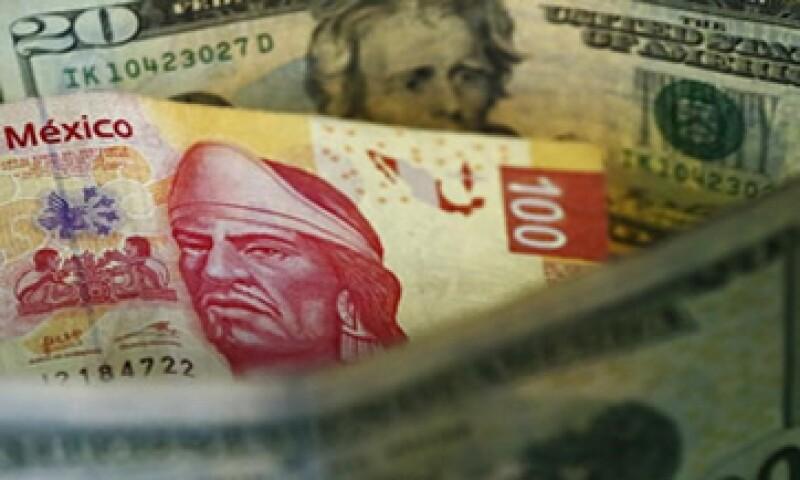 En lo que va del año, el peso acumula una caída de 7.2% frente al dólar. (Foto: Reuters )