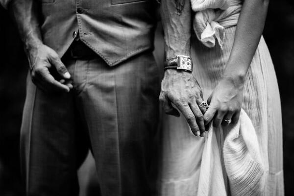 Zuria y Alberto se comprometieron apenas en marzo y el sábado finalmente se casaron.