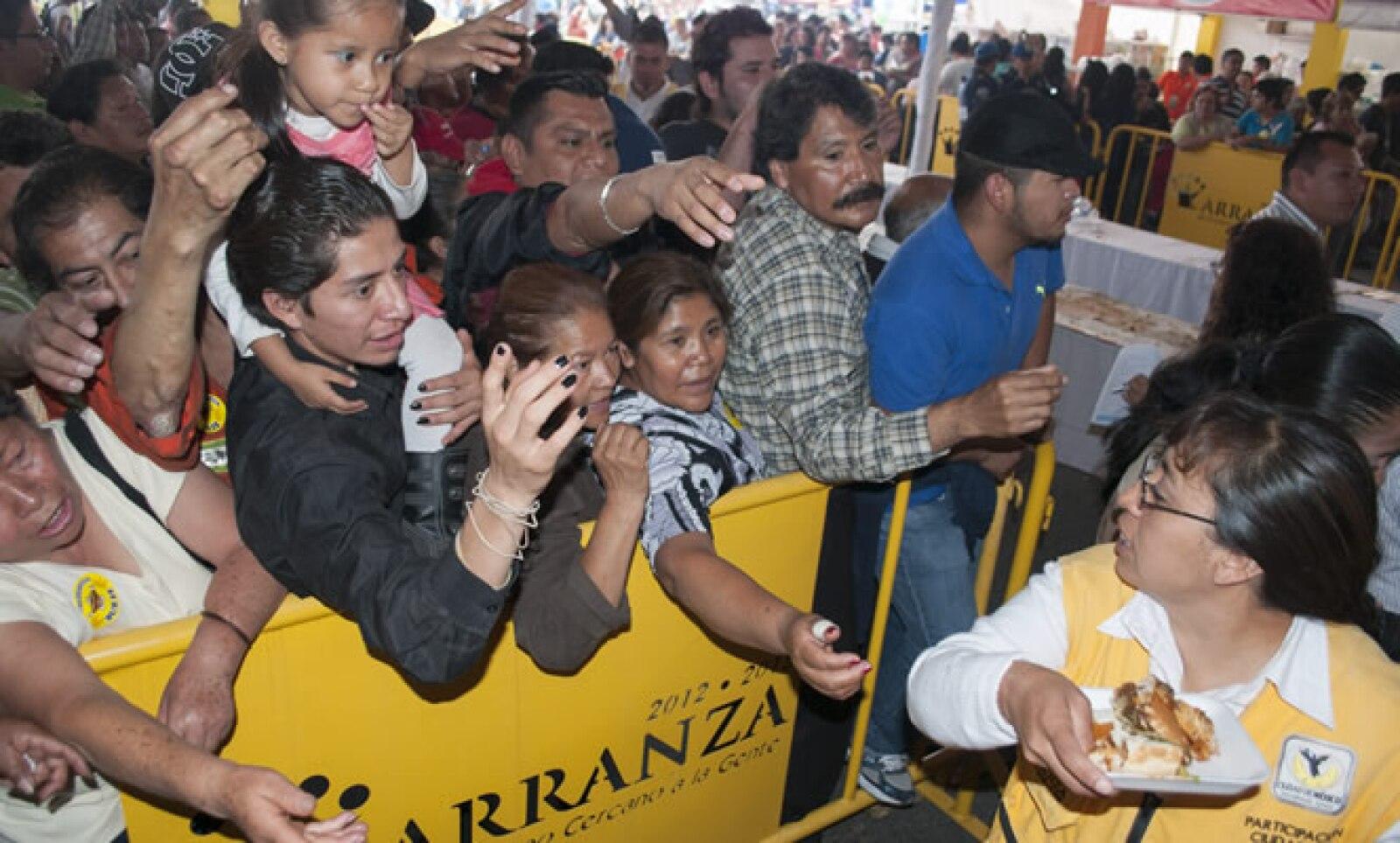Además de probar las variedades de tortas los asistentes podrán bailar al ritmo de la Sonora Dinamita que amenizará junto con otros grupos el evento culinario.
