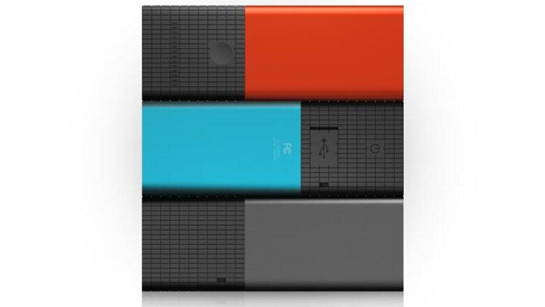 Lytro está disponible en gris, azul y rojo, y se ofrece en dos versiones: con memoria interna de 8 GB y capaz de almacenar 350 fotos o con 16 GB de almacenamiento.