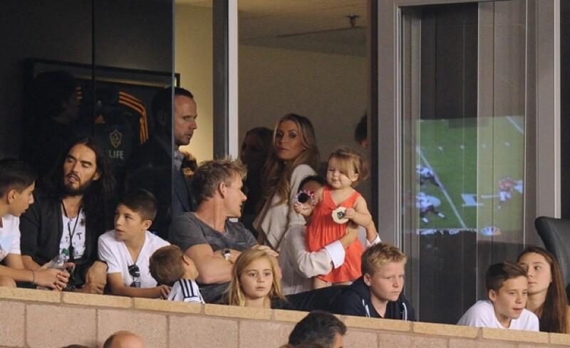 La hija más pequeña del clan Beckham acudió a un partido de L.A. Galaxy, donde estuvo acompañada de su mamá, hermanos, el chef Gordon Ramsay y Russell Brand.