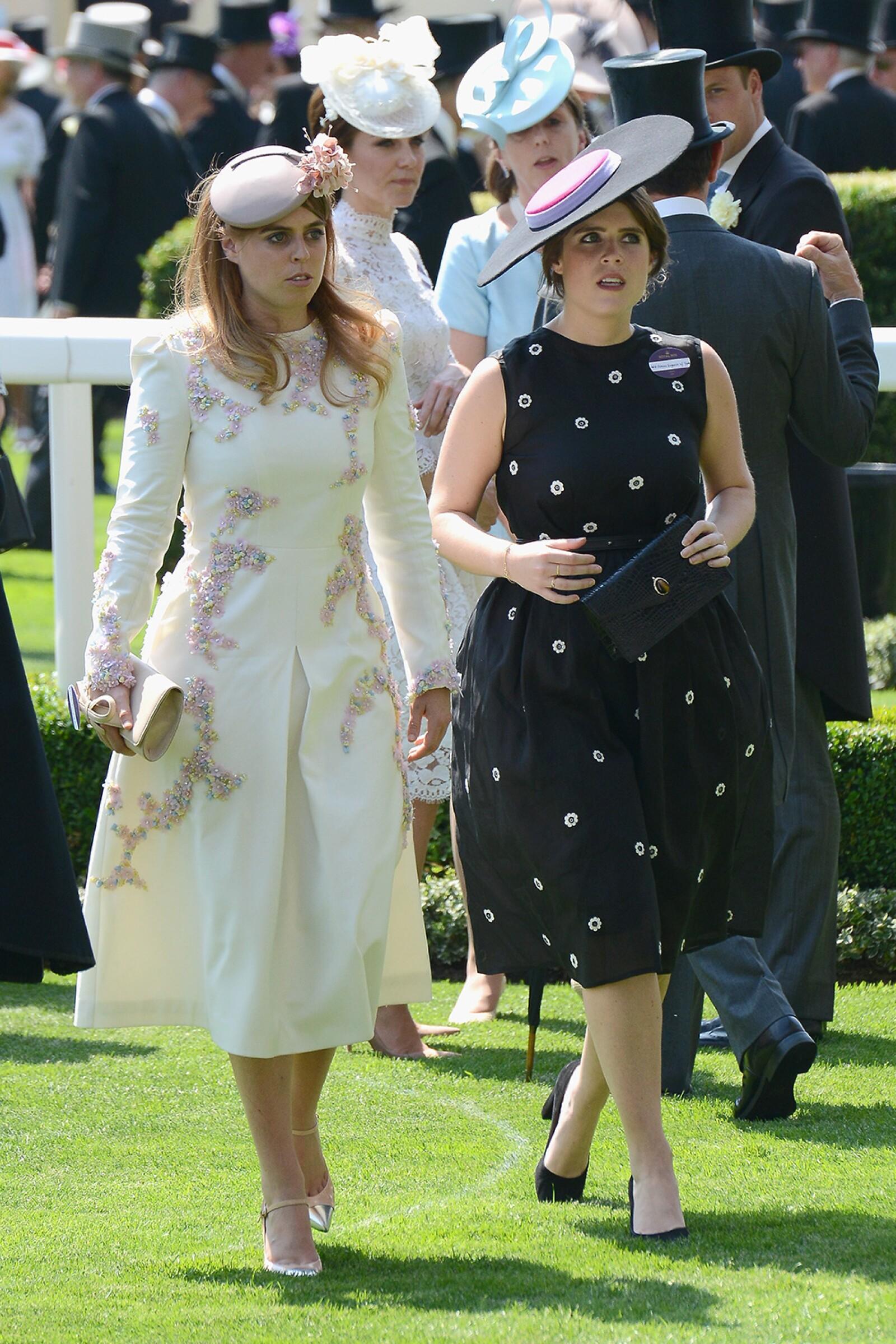 Princesas Beatriz y Eugenia de York, nietas de Isabel II.