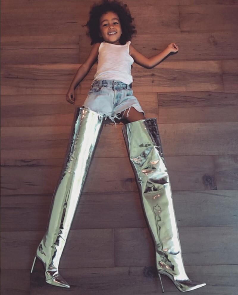 La pequeña North comienza a desarrollar su instinto fashionista.