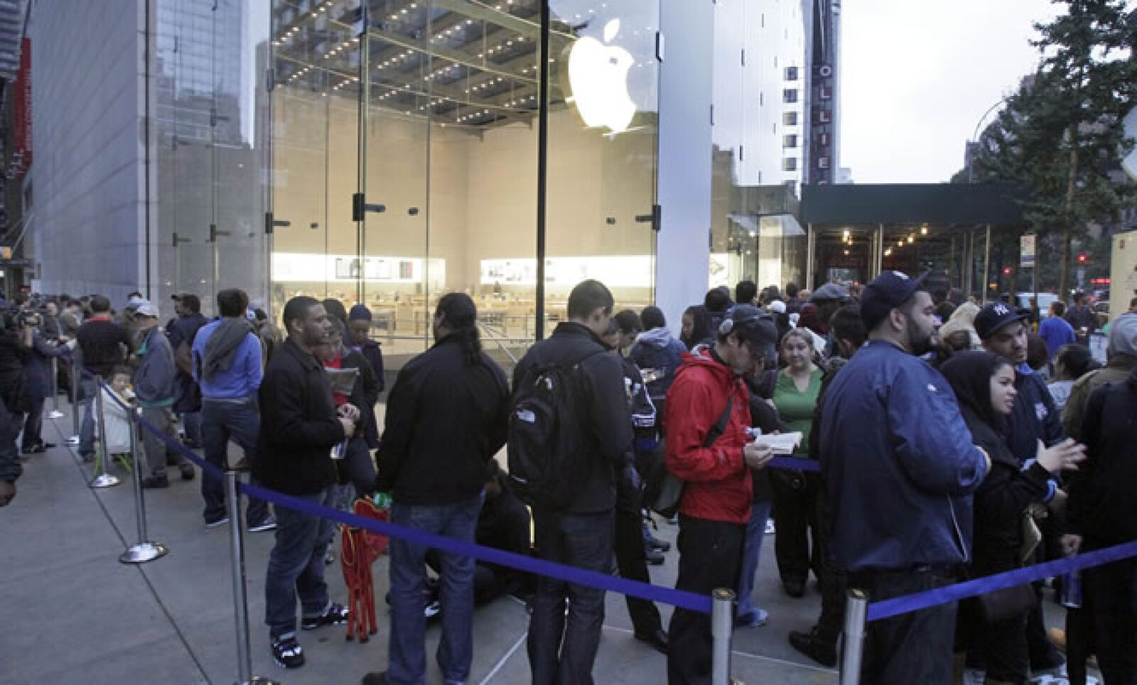 El nuevo iPhone 4S se comercializará en el país a partir del 28 de octubre.