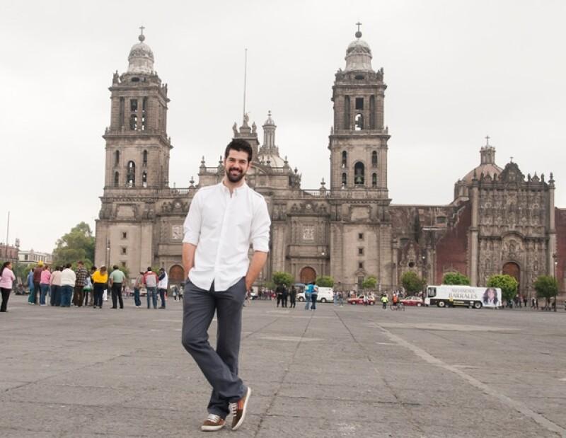 Miguel Ángel Muñoz, protagonista de `Infames´, posó para la lente de Quién.com, en un recorrido en el Centro Histórico y se sinceró en una platica muy casual.