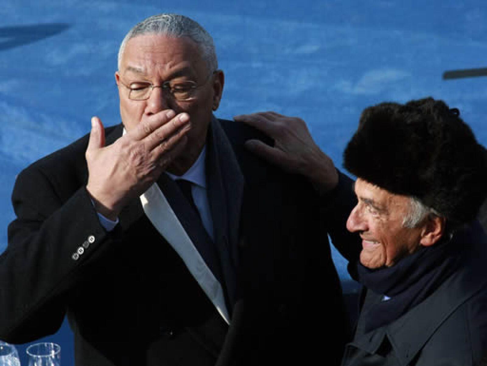 El ex secretario de Estado Colin Powell y el escritor rumano Elie Wiesel, sobreviviente de los campos de concentración nazi, disfrutaron juntos de la ceremonia.