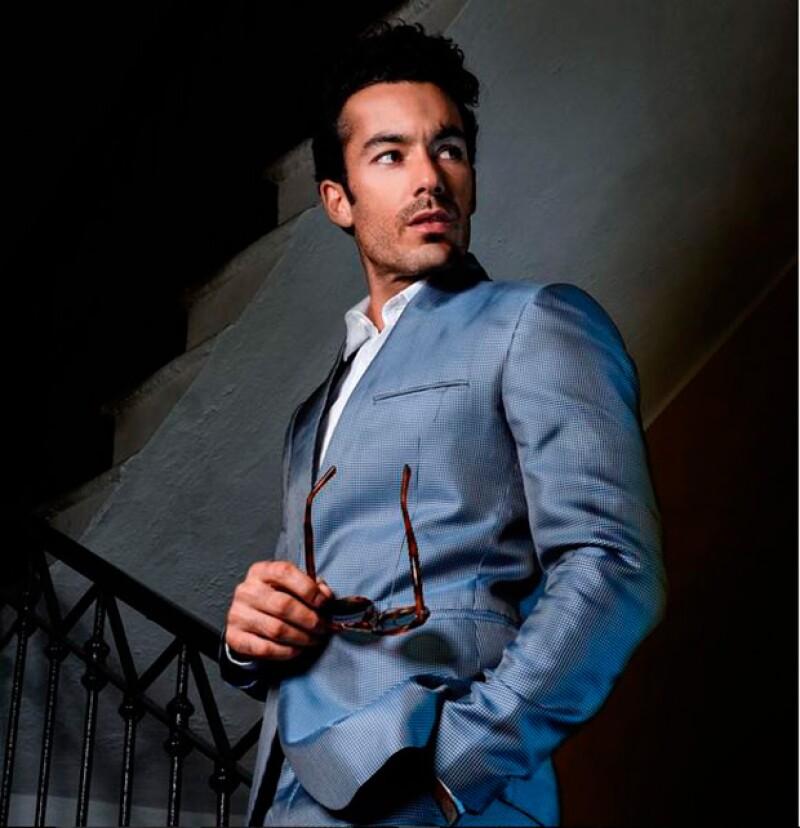 El actor reportó en sus redes sociales el percance que vivió cuando viajaba de la Ciudad de México a Italia. ¡Qué susto!