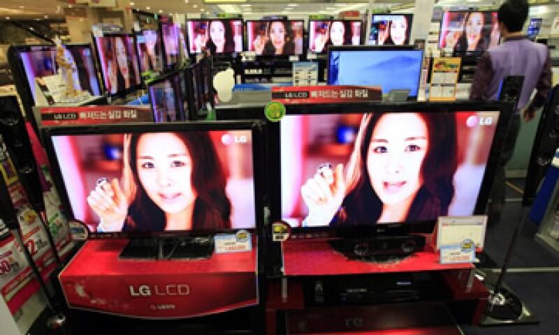La supuesta fijación de precios encareció el costo de televisores y computadoras.   (Foto: AP)