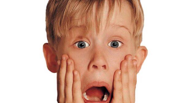 En dos ocasiones, Kevin McCallister (Macaulay Culkin) es olvidado por su familia durante las vacaciones decembrinas. En la primera cinta la familia de Kevin, ocupada con los preparativos para su vi...