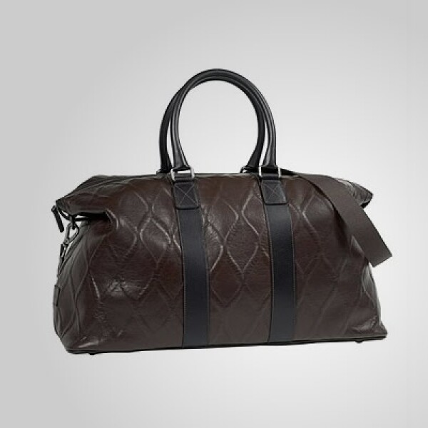 Para ellos, un maletín de piel con cuatro compartimentos en su interior.