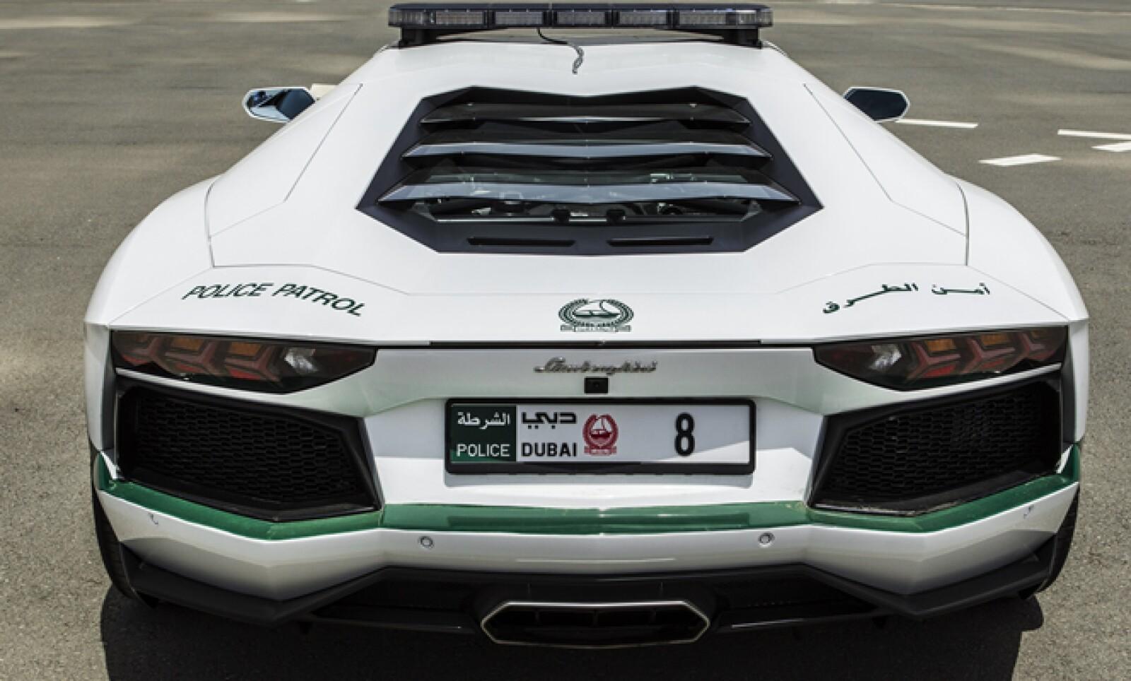 El modelo Aventador de Lamborghini  tiene un costo aproximado de 550,000 dólares.