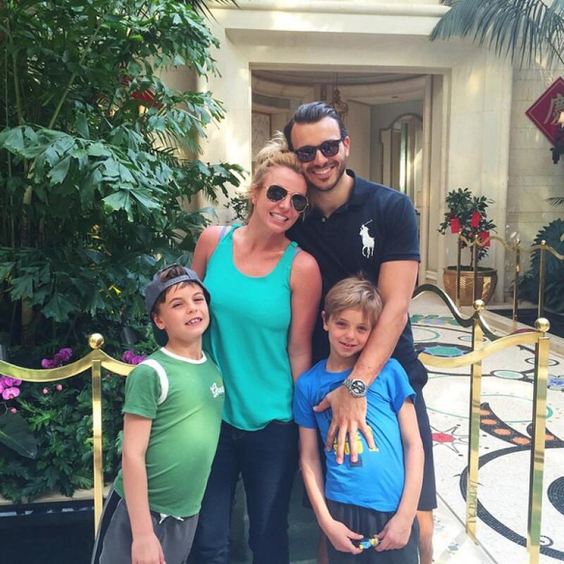 Britney parece estar pasando uno de los momentos más felices, y es que asegura estar muy enamorada de su novio, quien no pierde detalle de su carrera.