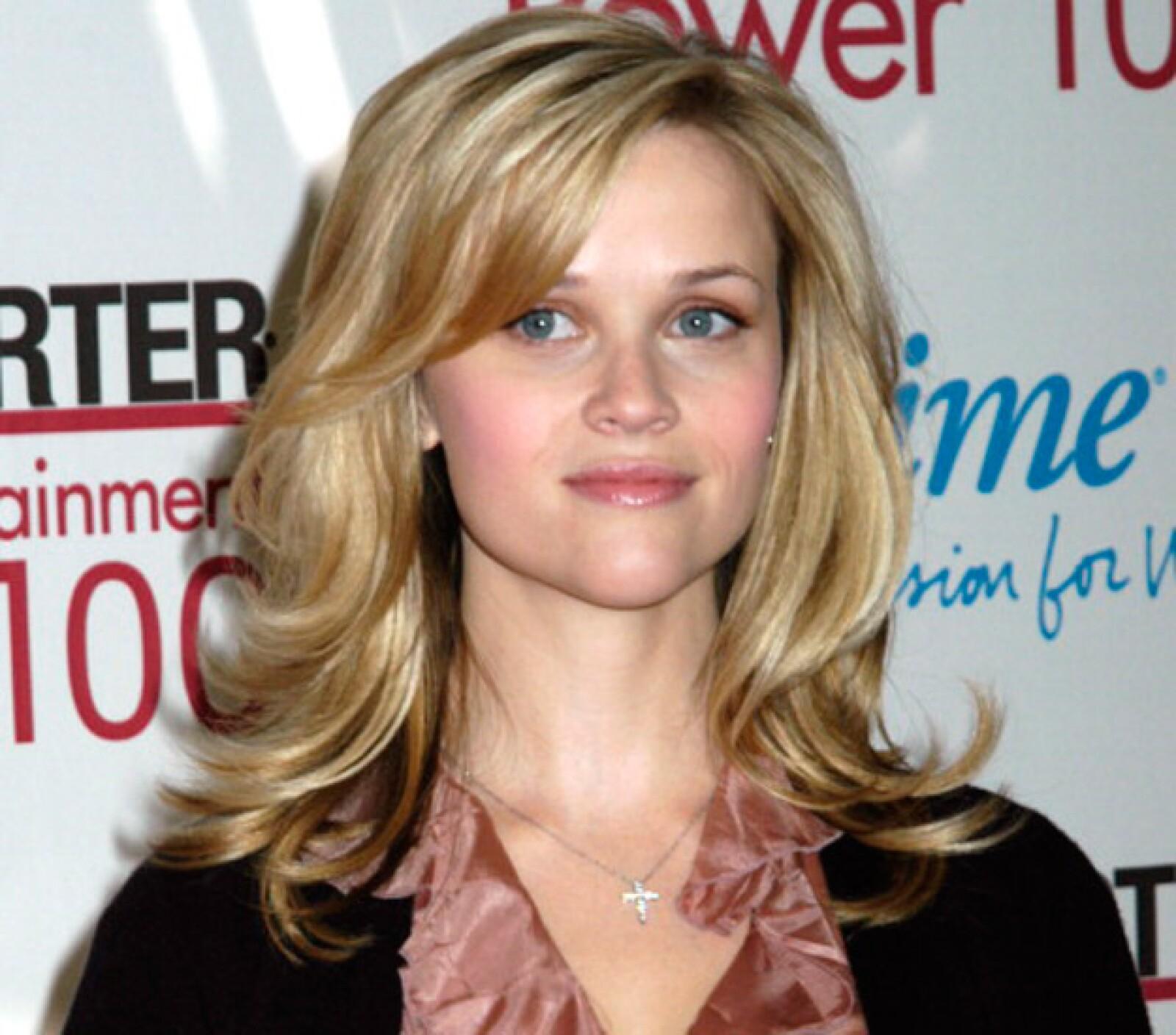 Reese hasta conserva el mismo peinado de antes y continua con ese fresco glow a sus 39 años.