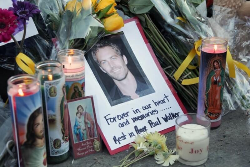 En el lugar donde ocurrió el accidente cientos de fans han hecho un altar para el actor.
